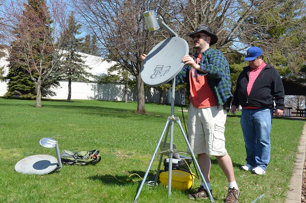 Mesh-parabolic-antenna-resavoir-park